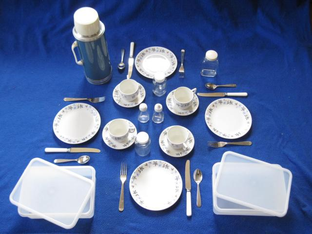 Picnic Set, Blue China, Original