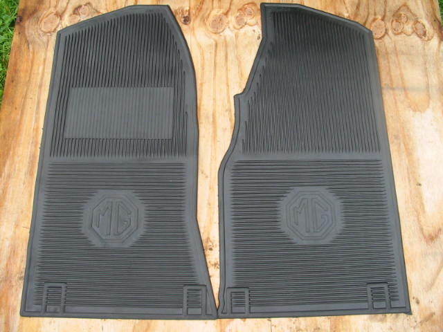 AMCO Rubber Floor Mat Pair, MGB, MBC, early or late, New